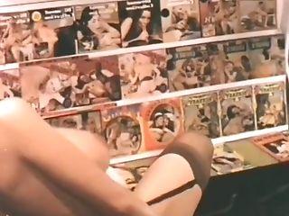 большие сиськи, одетая женщина, голый мужчина, трахает, ретро, винтаж, веб камера,