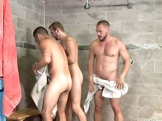 Bathroom: 32 Videos